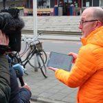 Han Beukers laat de BlindGuide app in actie zien